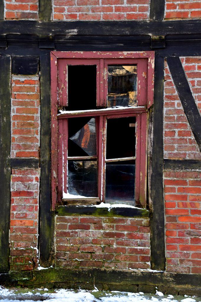 Streetart Art Kunst Fenster Fachwerk Mauer Haus